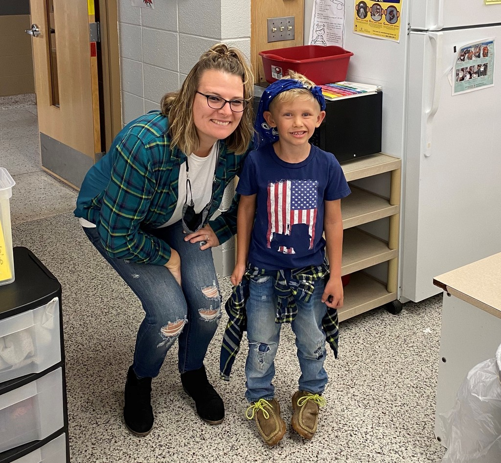 Preschool showing off their Glitz & Glam vs. Grunge for Homecoming 2020! #TVPride